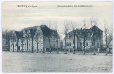 Die Schloßplatzschule (spätere Friedrich-Ebert-Schule) und das Königliche Bezirkskommando, um 1915