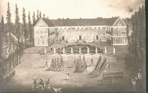 Schloßplatz um 1830. Die Bürgerschule, Bau von E. B. Quaet-Faslem, 1824, Soldaten des 9. Inf.-Regiments beim Exerzieren auf dem Schloßplatz