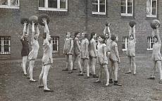 Sportunterricht Mädchen 1928